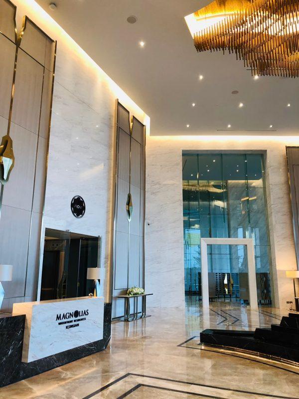Magnolias iconsiam lobby
